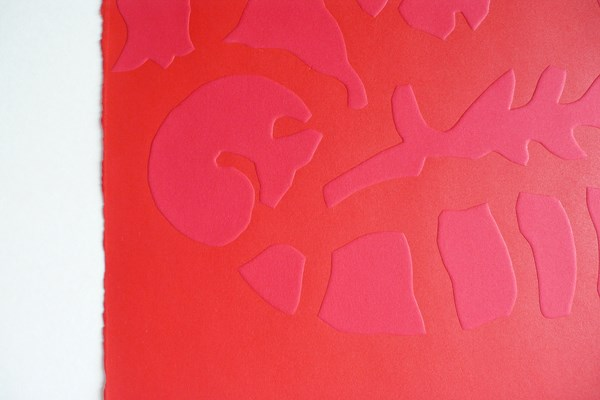 Barcelone-rouge, embossing, 78 x 106 cm