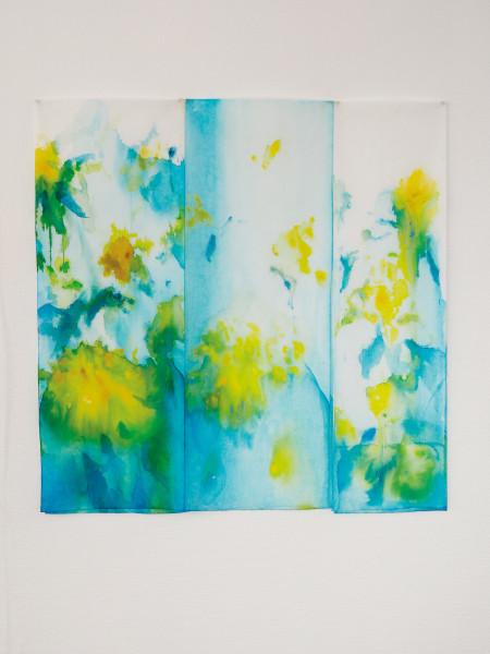 Tryptique jaune, encres et acryliques sur textile double suspendu, hauteur 90 cm